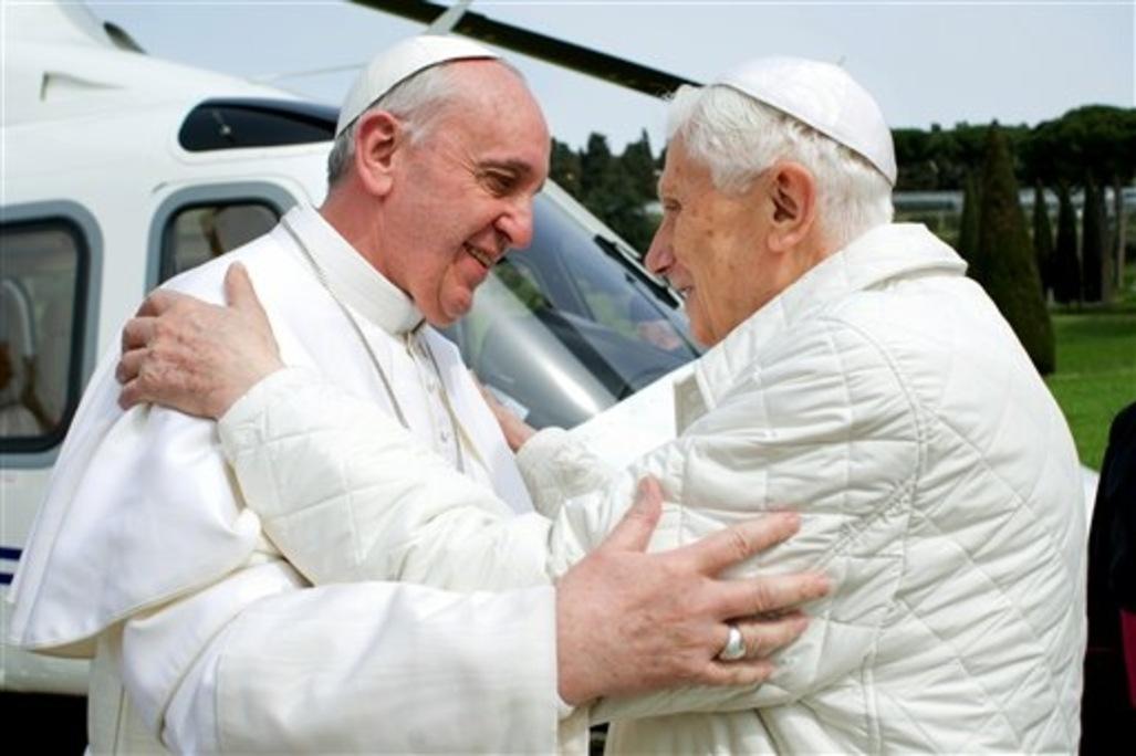Le pape francois et benoit xvi se sont longuement rencontres article popin